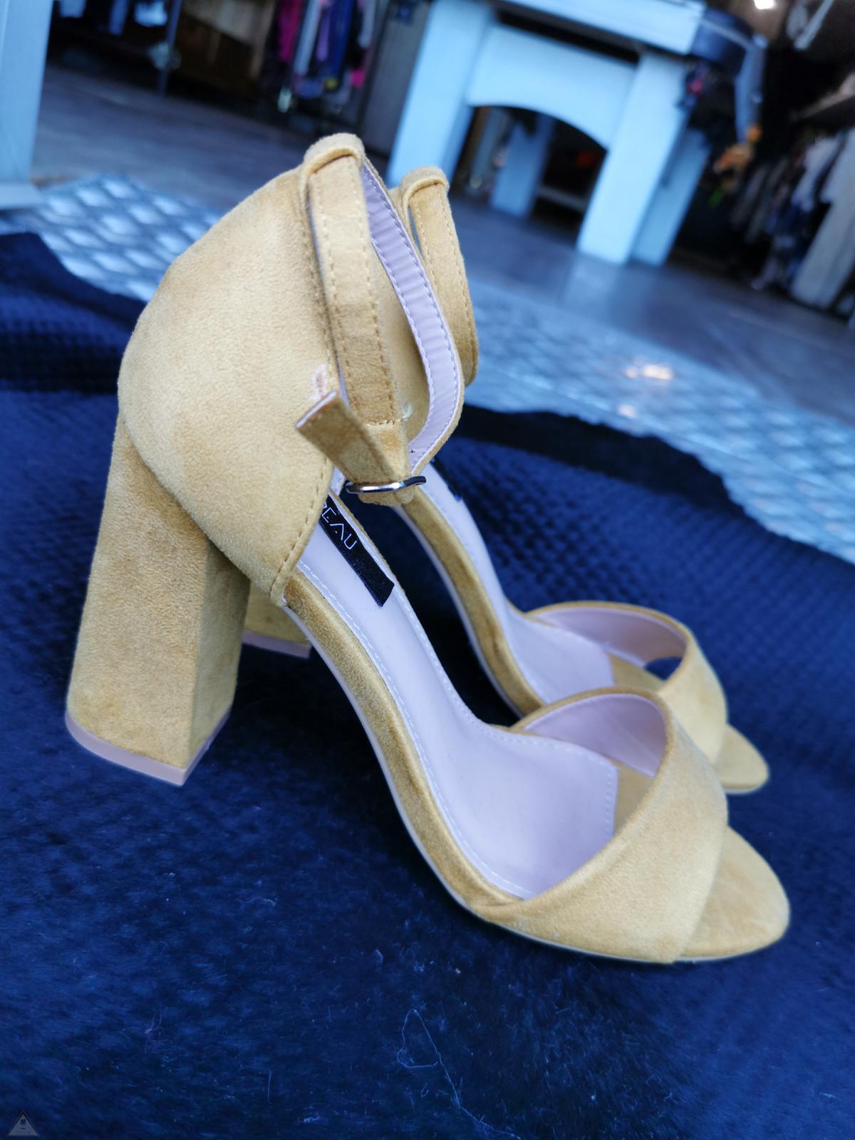 Sandalo Senape