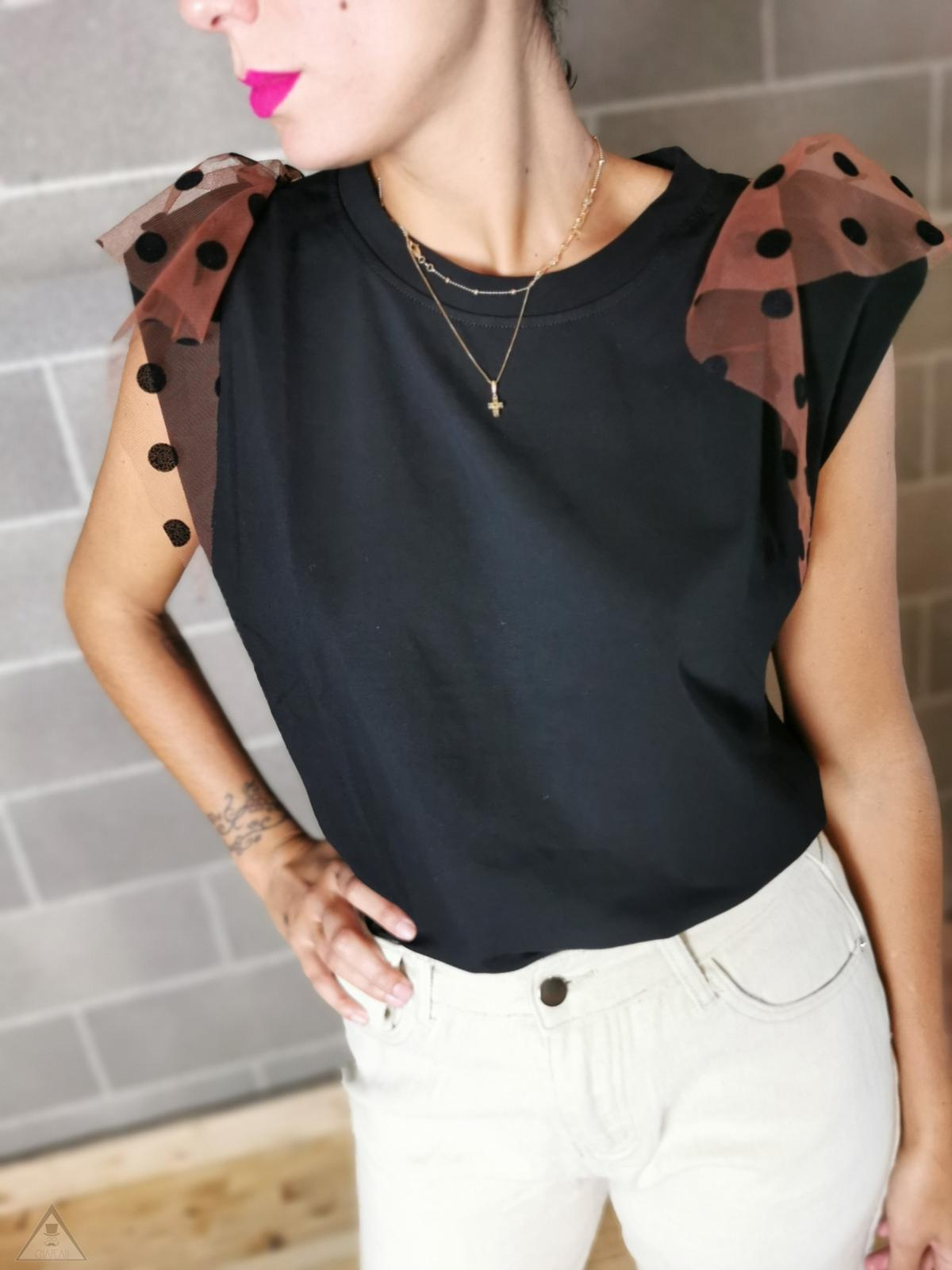 T-Shirt con Spalline in Tulle
