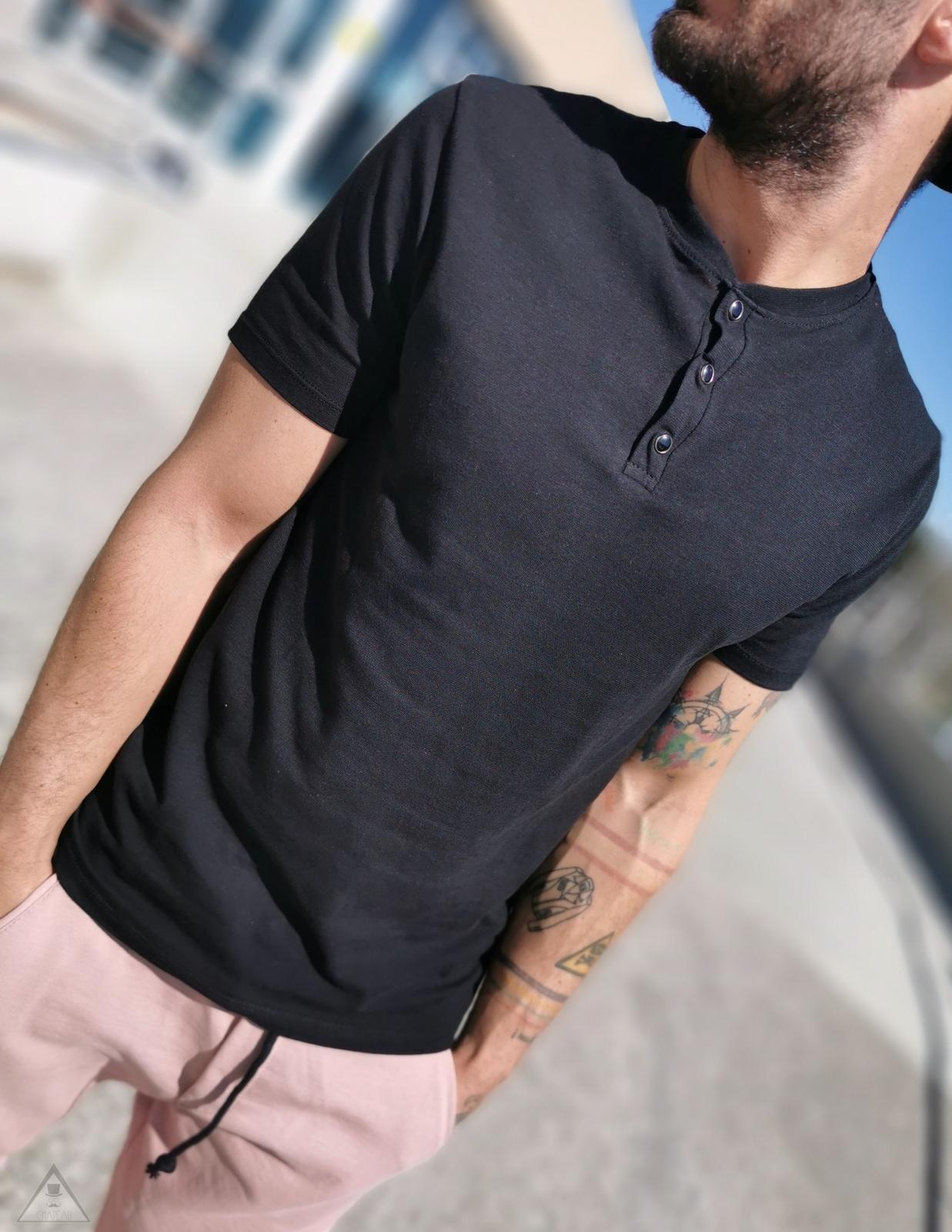 T-shirt nera Clip