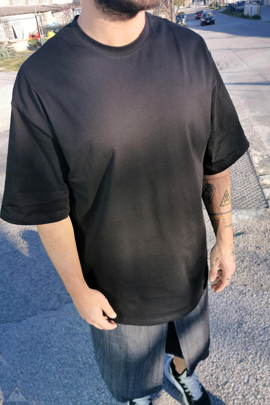 T-shirt Over Black