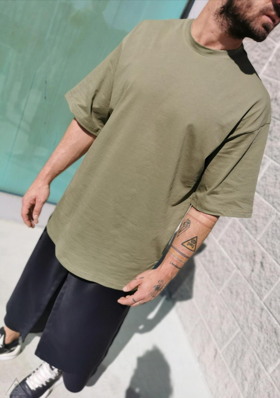 T-shirt over Militare